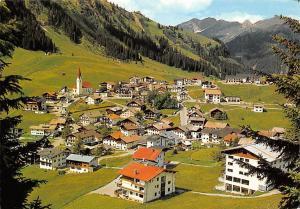 Berwang Tirol mit Knittelkarspitze Gesamtansicht Panorama