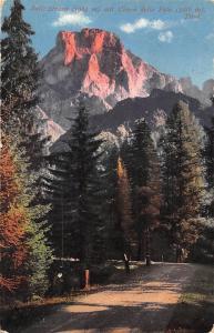Rolle Strasse mit Cimon della Pala Tirol Mountain