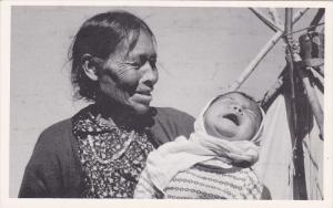 Swampy Cree Indian Woman With Grandchild, WINNIPEG, Manitoba, Canada, 40-60´