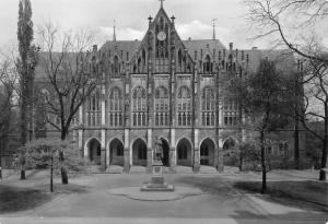 Dresden Kreuzschule, Kreuz School Fr. Arnold Statue