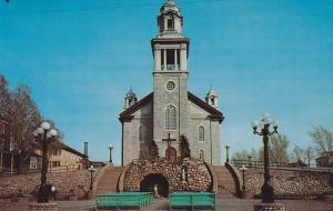 L'eglise paroissiale de Mont Joli / Church , MONT-JOLI , Quebec , Canada , 40...