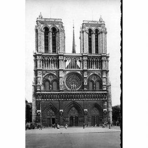 Real Photograph Postcard 'Paris. Facade de la cathedrale Notre-Dame'