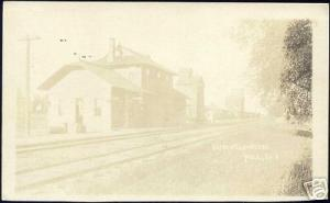 Hull, Iowa, Railway Depot & Elevators, Station 10s RPPC