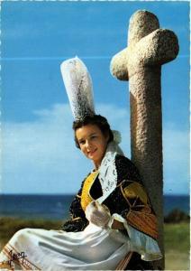 CPM La Bretagne Jeune Fille en costume de Bigoudenne FOLKLORE (753128)