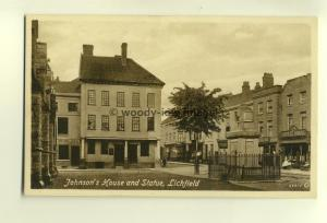 tp6789 - Staffs - The Johnson's House and Statue, in Litchfield  - Postcard