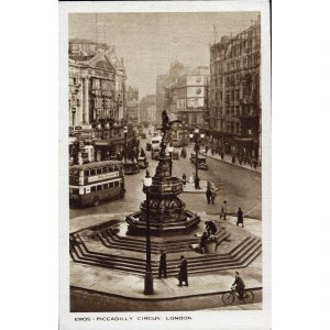 D.F. & S., London Postcard 'Eros - Piccadilly Circus, London'
