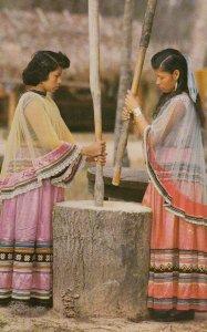 Florida (Seminole) Indians , Grinding Corn , SILVER SPRINGS , 50-60s