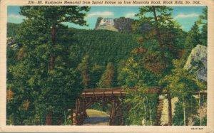 USA Mt Rushmore Memorial from Spiral Bridge Vintage Linen Postcard 07.32