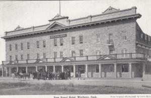 WEYBURN , Saskatchewan , Canada , 00-10s ; New Royal Hotel