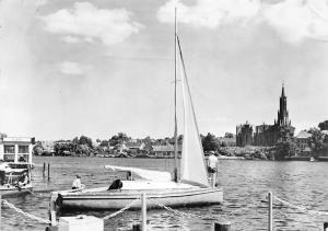 Malchow Mecklenburg Bootsanlegestelle Boats General view Church