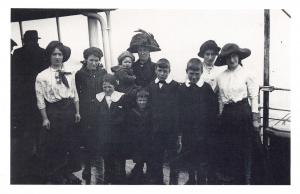 Nostalgia Postcard Mrs Watson & Family at Tilbury 1913 Reproduction Card NS55