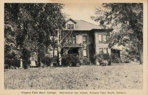 NIAGARA FALLS , Ontario , 1930s ; Boys' College