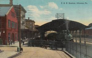 ALTOONA , Pennsylvania, 1917 ; Railroad Station, Train on tracks