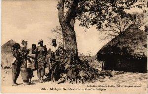 CPA AK SENEGAL 344. Dakar - Fortier - Famille indigéne (70143)