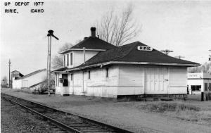 Ririe Idaho 1977 outside view Union Pacific train depot real photo pc (Y6265)