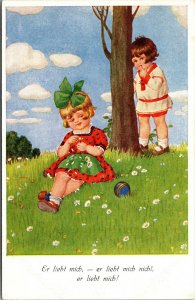 BOY AND GIRL ON HILL TREE - GERMAN  - Postcard Old Vintage Card View Standard PC