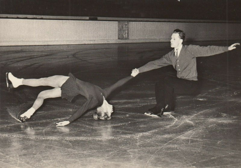 RP: SSSR Ice Skating Couple , 1940-50s