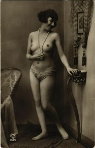 PC CPA RISQUE, NUDE LADY WITH PEARL NECKLACE, REAL PHOTO POSTCARD (b10676)