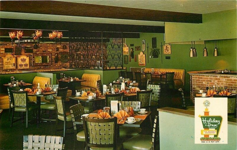 Hattiesburg Mississippi~Fanned Napkins in Holiday Inn South Dining Room 1950