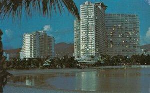 WAIKIKI , Hawaii, 1976 ; The Ilikai