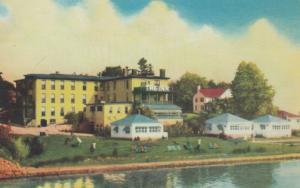GANANOQUE , Ontario , 40-60s ; The Inn