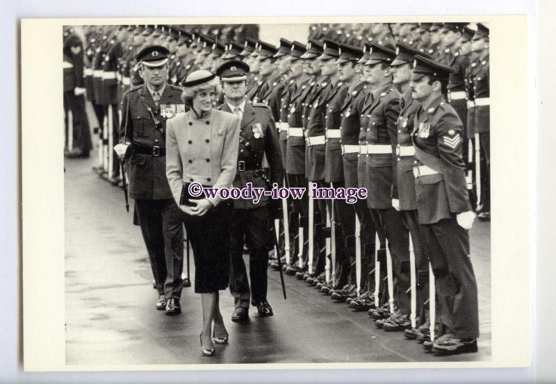 er0147 - Princess Diana inspects the Troops, & that Beautiful Smile - postcard