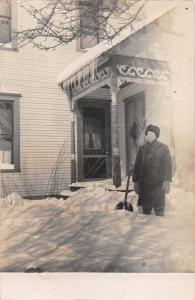 MAN SHOVELS 19.5 SNOW~LARGEST SNOW IN 50 YEARS~FEB 16 1910~REAL PHOTO POSTCARD
