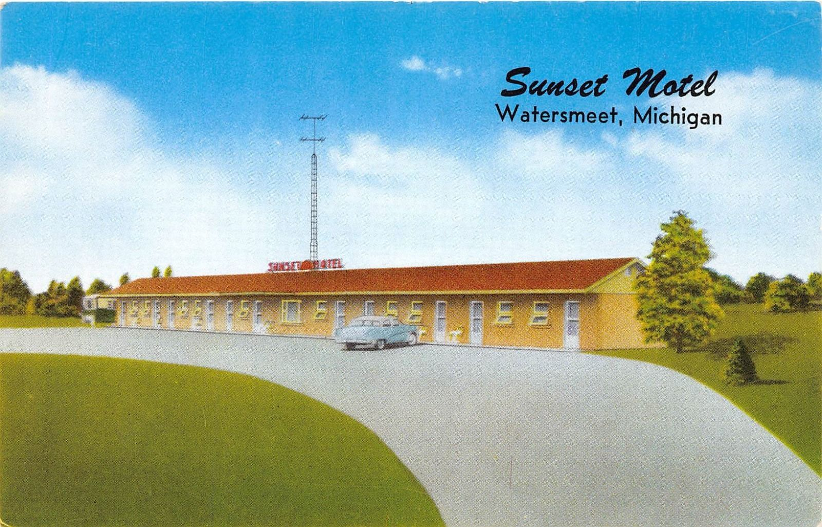 WATERSMEET MICHIGAN SUNSET MOTEL POSTCARD c1950-60s OLD CAR & TV