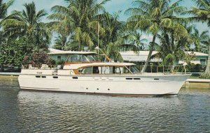 MILFORD , Connecticut , 50-60s ; Charter Yacht Lady Julia