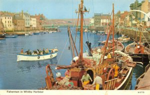 Vintage Yorkshire Postcard, Fishermen in Whitby Harbour, Fishing Boats DI3