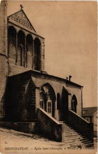 CPA NEUFCHATEAU Église St-Christophe - e Portail et la Colonnade (401363)