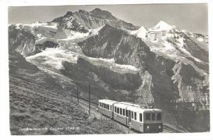 RP; Train skirting mountain side, Jungfraubahn mit Jungfrau 4160 m., 00-10s