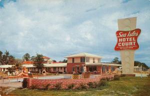 Gulfport Mississippi Sea Isles Hotel Court Swimming Pool Postcard J927774