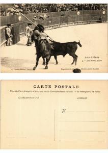 CPA AK Bullfighting - Aux Arenes - Une Bonne Pique (776429)