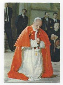 Pope Paul VI kneeling and praying, PU-1972