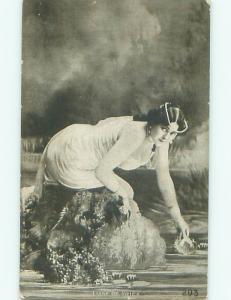 Pre-Linen Risque SEXY ACTRESS LIANE DE VRIES BENDING OVER AB6077