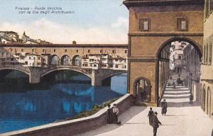 Firenze, Ponte Vecchio con la Via degli Archbusieri, Toscana, Italy, 00-10s