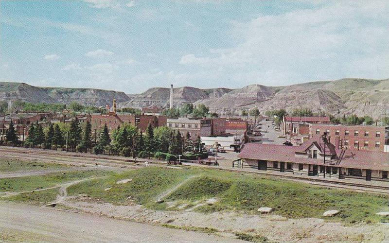 Bird's-eye View, Main Street and Badlands Hills, Dinosaur Valley, Drumheller,...