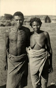 PC CPA ETHNIC NUDE FEMALE AND MALE TYPE, MADAGASCAR Vintage Postcard (b5376)
