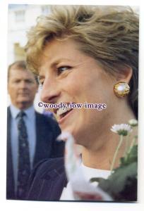 pq0009 - Princess Diana at The Mall Galleries December 1993 - postcard