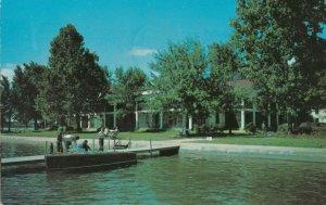 SYRACUSE , Indiana , 1955 ; Oakwood Hotel