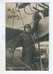299636 HISTORY AVIATION Der Harlan pilot Rubin Wecsler at his airplane autograph