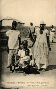 CPA Scenes et Types Groupe de Senegalaises MAROC (825206)