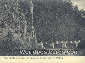 Afgepaalde weg naar de badplaats Lebak-Sari bij Malang, India Writing on back