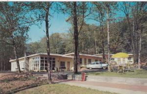 MERIDEN , Connecticut , 50-60s ; Holiday Motel