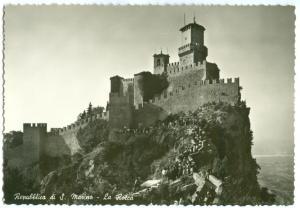 Repubblica di S. Marino, La Rocca, unused real photo Postcard