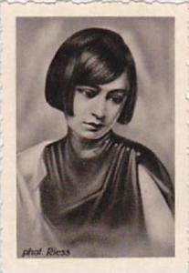 GARBATI CIGARETTE CARD FAMOUS DANCERS NO 132 YVONNE GEORGI