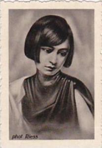 GARBATI CIGARETTE CARD FAMOUS DANCERS NO 132 YVONNE GEORGI