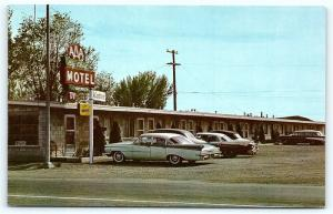 Postcard NV Battle Mountain 1950s View Big Chief Motel Old Cars R31