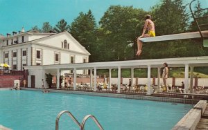 HOT SPRINGS , Virgnia  , 1972 ; The Homestead , Bath House and Pool